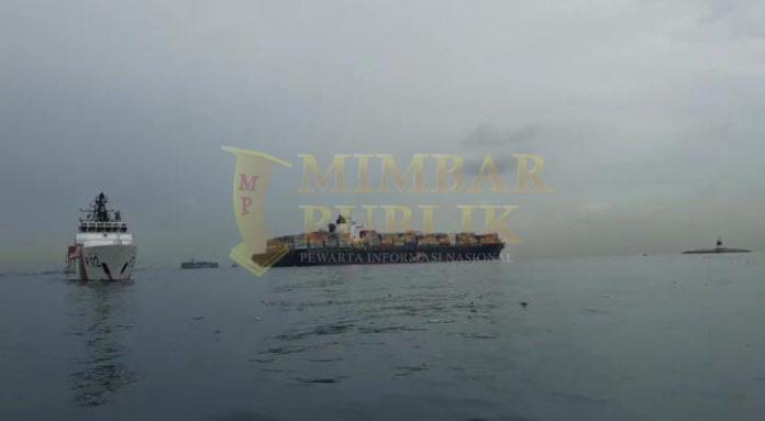 Kapal MV Tina 1 masih dalam pengawasan KN. Rantos - P.210 dan KN. Sarotama - P.112