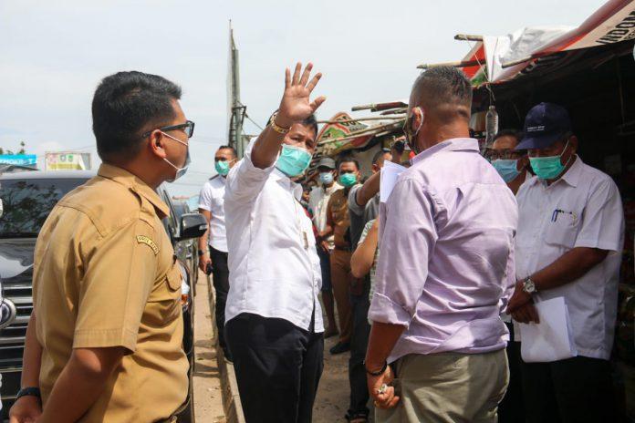Wali Kota Batam, Muhammad Rudi saat meninjau lokasi di Simpang Barelang, Batam
