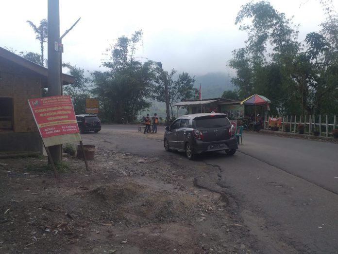 Lokasi pengutipan menuju Pemandian Air Panas di Desa Doulu, Kecamatan Berastagi, Kabupaten Karo.